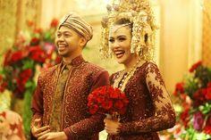 Pernikahan adat Minang dengan nuansa tradisional yang penuh warna akan memberikan kesan yang meriah, lho! Yuk, simak cerita selengkapnya!