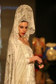 Flamenco Wedding, Mediterranean People, Flamenco Costume, Spanish Woman, Spanish Wedding, Spanish Fashion, Gowns Of Elegance, Vintage Glam, Fashion History