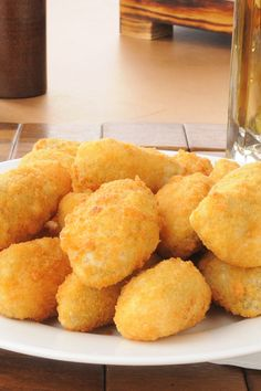 Baked Jalapeño Bites Recipe - Chopped jalapeno peppers, parmesan and cream cheese mixed with bread crumbs and rolled into balls One Bite Appetizers, Finger Food Appetizers, Appetizers For Party, Appetizer Recipes, Snack Recipes, Cooking Recipes, Sunday Recipes, Appetizer Ideas, Pork Recipes
