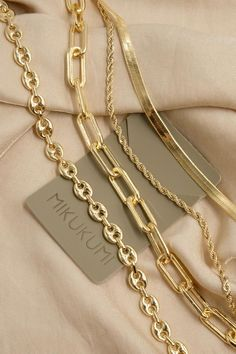 Cute Jewelry, Jewelry Accessories, Jewelry Design, Trendy Jewelry, Jewelry Trends, Urban Jewelry, Herringbone Necklace, Gold Coin Necklace, Jewelry Photography