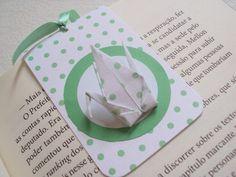 lembrancinha de nascimento: marcador de livro magnético|| poá verde e tsuru de origami - Sakura Origami & Acessórios - aniversário / maternidade / batizado