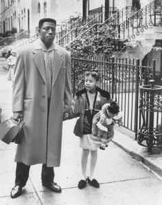 Wesley Snipes and Veronica Timbers in Jungle Fever Wesley Snipes Movies, Black Boys, Black Men, Spike Lee Movies, African American Movies, Black History Facts, Famous Movies, Black Power, Rare Photos
