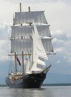 Ancient #sailboat. Simple yet beautiful. #RiggingInPalma