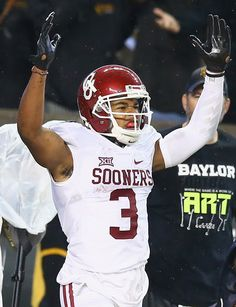 Sterling Shepard Photos - Sterling Shepard of the Oklahoma Sooners dives for a touchdown against Chance Waz of the Baylor Bears in the second quarter at McLane Stadium on November 2015 in Waco, Texas. - Oklahoma v Baylor Ou Football, Ncaa College Football, American Football, Football Helmets, Sterling Shepard, Boomer Sooner, Oklahoma Sooners, Sports Pictures, Fan