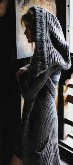 Knitting inspiration, love this hooded sweater. Looks so very comfy! Mode Style, Style Me, Look Fashion, Winter Fashion, Street Fashion, Winter Mode, Fall Winter, Hooded Sweater, Gray Sweater
