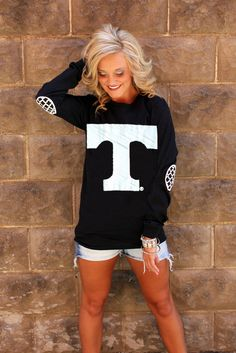 TENNESSEE BLACK AND WHITE ELBOW PATCH TEE