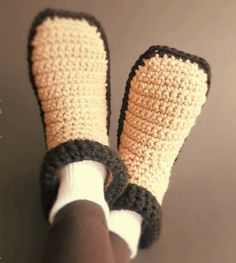 Easy Crocheted Adult Slippers ~ easy ~ keep your tootsies warm & cozy in these ~ FREE CROCHET pattern
