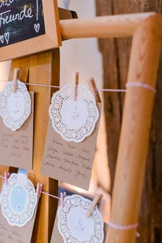 Familiäre Vintage Hochzeit in der Scheune von Nathalie Sobriel | Hochzeitsblog - The Little Wedding Corner