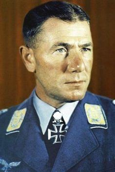Oberst Ludwig Heilmann (1903-1959), Kommandeur Fallschirmjäger Regiment 3, Ritterkreuz 14.06.1941, Eichenlaub (412) 02.03.1944, Schwerter (67) 15.05.1944
