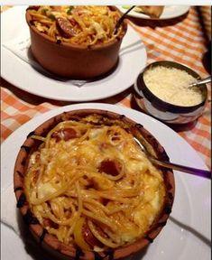 ΜΑΓΕΙΡΙΚΗ ΚΑΙ ΣΥΝΤΑΓΕΣ: Μακαρόνια με λουκάνικα και τυριά στο πήλινο !!!