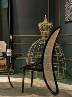 Wiener chair with its smooth round shape and the table bringing back the time when people still sit down for a cup of tea. Lady lamp light up the room with warm cosy light.