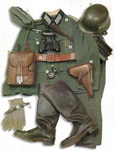01- Gorra de oficial M-38  02 - Casco M-35 con marcas de aguila (oficial)  03 - Chaqueta de oficial M-35 con bandas blancas en el cuello de la infanteria Waffenfarbe Weiss  04 - Cinturon de oficial M-34  05 - Binoculares Zeiss 6x30  06 - Insignia de las SA  07 - Brujula  08 - Porta Mapas M-35  09 - Estuche de una Luger P-08  10 - Guantes de oficial  11 - Botas  12 - Reloj
