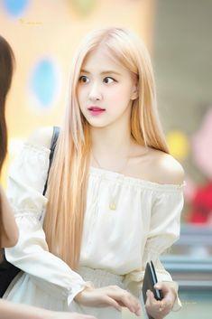 She is so cute omfg 1 Rose, Love Rose, Kim Jennie, Korean Girl, Asian Girl, Rose And Rosie, Rose Bonbon, Black Pink, Blackpink Photos