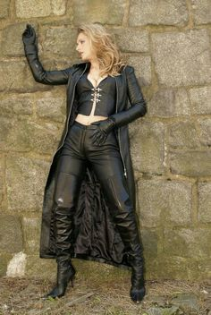 """sexy-boots: """" she's quite busty """" Long Leather Coat, Leather Gloves, Leather And Lace, Black Leather, Lady Ann, Sexy Stiefel, Grunge, Black Thigh High Boots, Shorty"""