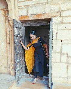 Follow Me Rishita Surve•̀.̫•́✧ Casual Indian Fashion, Indian Fashion Dresses, Indian Outfits, Indian Dress Up, Indian Attire, Indian Designer Suits, Kurta Designs Women, Kurti Designs Party Wear, Indian Ethnic Wear