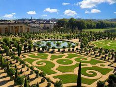Keukenhof, também conhecido como Jardim da Europa, fica em Lisse, na Holanda, e é considerado o maior jardim de flores do mundo. A cada ano,...