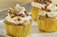 REESE'S Peanut Butter Cup Crumble Cupcakes