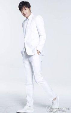 Lee MinHo for Yadea electric bike ️Cr: 雅迪电动车官方微博 Park Shin Hye, So Ji Sub, Korean Celebrities, Korean Actors, Lee Min Ho Dramas, Lee Min Ho Photos, New Actors, Boys Over Flowers, Ji Chang Wook