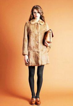 source : tendances de mode (photo a.p.c) - collection mode automne hiver manteau style fourrure et chaussure en cuir (fashion fall winter, fur coat)