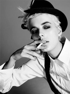 Agyness Deyn by Steven Meisel more #photography in back and white at http://www.indetails.com/1221/black-and-white-photography/