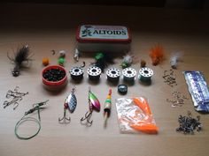 Bug Out Bag Gear: Altoids Tin Survival Fishing Kit. This is not my knit though mine is similar. Put the things you will need to use those yoyo reels effectively and maybe a few things that will allow you to hobo fish - Roughly 6 oz