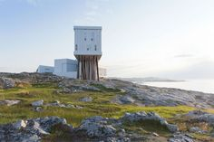 Saunders Architecture of Norway has completed a timber-clad hotel and gallery on stilts for the picturesque Fogo Island in Canada. Interesting Buildings, Amazing Buildings, Modern Buildings, Eco Architecture, Contemporary Architecture, Architecture Details, Top 10 Hotels, Hotels And Resorts, Fogo Island Hotel