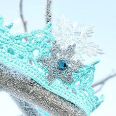 Frozen crochet crown by ruaa.giliana