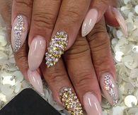 Manicure Nude Nails