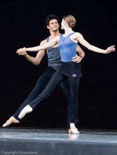 Marianela Nunez & Thiago Soares rehearse Swan Lake |