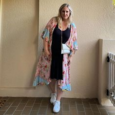 How to hide your belly with fabulous clothes - hide that tummy! Dress To Hide Belly Fat, Dresses To Hide Tummy, Apple Shape Outfits, Clothes For Women Over 40, Flattering Outfits, Capsule Outfits, Mob Dresses, Plus Size Outfits, Plus Size Fashion