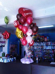 Mega arreglo de globos..... Balloon Bouquet, Balloon Decorations, Bouquets, Photo Shoot, Qoutes, Balloons, Pictures, Gift Shops, Fiesta Party