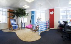 Popular social commerce site LivingSocial recently upgraded their London office space with the help of The Interiors Group. Located in the West End, the office acts as the company's UK headquarters. Fun Office Design, Workplace Design, Cool Office, Office Interior Design, Office Interiors, The Office, Office Ideas, Visual Merchandising, Ping Pong Room
