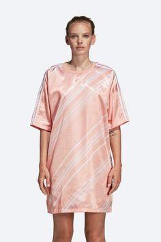 Letní šaty adidas Originals Trefoil — lesklé saténové — růžové #dresses #summervibes #summerdresses #violet #pink