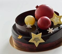 «С Новым годом!!! Happy New Year!!! #pastry#pastryartru #patissier #entremets…