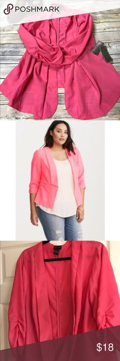 LAST CHANCE❣️Torrid 3x Hot Pink Open Blazer FINAL PRICE❣️Pre-loved Stunning Hot Pink Blazer or Open Cardigan. No buttons or Zippers. Very light, perfect for any occasion. 3/4 length sleeves. No signs of wear except one seam has come loose, but it's not noticeable. Close up shown in pics! Other than that, great condition! Looks so cute on! So glad I found a pic with a model! Cover photo is a good color read! torrid Jackets & Coats Blazers