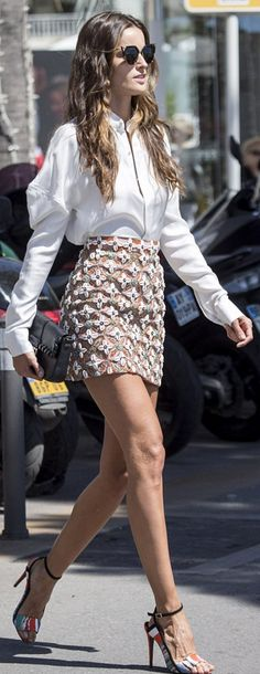 Who made Izabel Goulart's cat sunglasses, floral skirt, black handbag, and print sandals? Sunglasses, skirt, and purse – Fendi