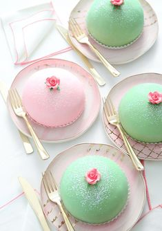 Swedish Princess Cake Prinsesstårta - these would be perfect for a Christmas Tea Party! Mini Cakes, Cupcake Cakes, Cupcakes, Baking Recipes, Cake Recipes, Dessert Recipes, Princess Torte, Princess Cake Swedish, Gateaux Cake