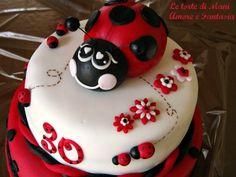 La Torta è Realizzata Con Due Basi Di Moretta  Farcite Crema cakepins.com