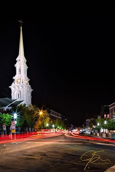 4 effects every photographer should know: long exposure photo of market square at night