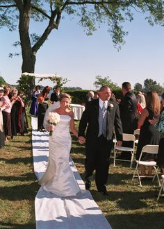 Outdoor Ceremony At The Waters Edge At Giovannis Darien Ct Outdoor Ceremony Special