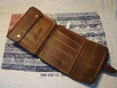 Purse on the belt of genuine American vegetable tanned leather, artificially aged. It compartment for paper money, for the separation of the Victorinox Swiss knife, pockets for plastic cards and card pocket for coins. Fastens with buttons and strap Coburn. Processed waterproof