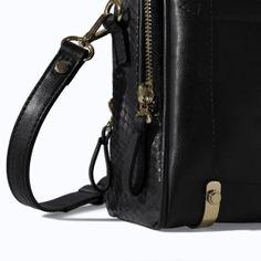 Imagen 4 de VANITY CASE CREMALLERAS de Zara Zara Bags, Messenger Bag, Vanity, Fashion, Zippers, Totes, Women, Bags, Dressing Tables