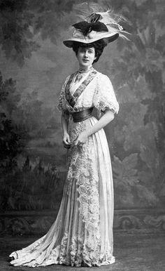 ↢ Bygone Beauties ↣ vintage photograph of Edwardian Fashion