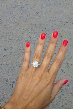 The Best Engagement Ring Selfie Pictures : Brides.com