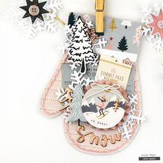 I hope you had a Merry Christmas! I have a cute winter project using Snowflake today! I hung my mittens on a banner but they would be super sweet on a layout or used as a. Ideas Scrapbook, Christmas Scrapbook Layouts, Scrapbooking Layouts, Mini Albums, Mini Scrapbook Albums, Scrapbook Pages, Christmas Time, Christmas Crafts, Vintage Christmas
