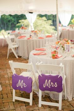 Adore these Mr.  Mrs. chairs! #wedding #signage #decoration