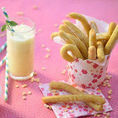 Les churros à la fleur d'oranger Glass Of Milk, Panna Cotta, Ethnic Recipes, Voici, Food, Orange Blossom, Kitchens, Recipes, Dulce De Leche
