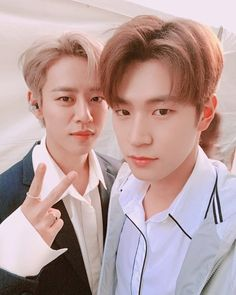 💙 ●B.A.P UPDATE● B.A.P's DAEHYUN with KNK SEUNGJUN 🚫 Sorry! Don't know exactly when&where it's taken. Just some fans posted it on Twitter without any clear caption. 📷Source© knknewsbot    Twitter ●●● #BAP #びえぴ #JUNGDAEHYUN #대현 #デヒョン #大賢 #DAEHYUNonly #tsentertainment #Kpop #Kpopper #KPopUpdate #Oppa #Selfie #Selca #크나큰 #KNK #seungjun #박승준 #승준