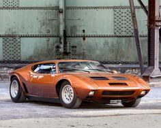 Dans les années 60, les constructeurs Américains commencent à être énervés par l'insolente efficacité des sportives européennes, et en particulier italienne. Ford d'ailleurs, après avoi…