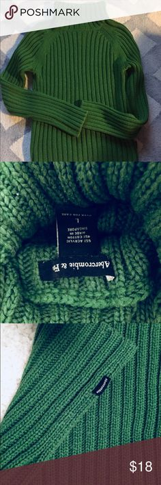 Abercrombie & Fitch sweater Beautiful Green Turtleneck sweater from Abercrombie & Fitch. Abercrombie & Fitch Sweaters Cowl & Turtlenecks